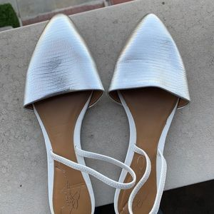 Report Signature Shoes - NWT Report Signature white/silver sandals